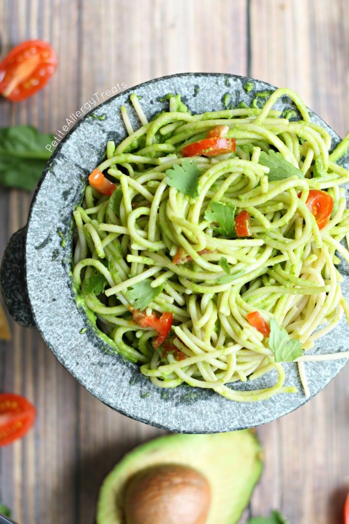 (Avocado) Guacamole Pasta Sauce- The full flavor of guacamole combined with pasta. Avocado and spinach make this sauce special. gluten free vegan