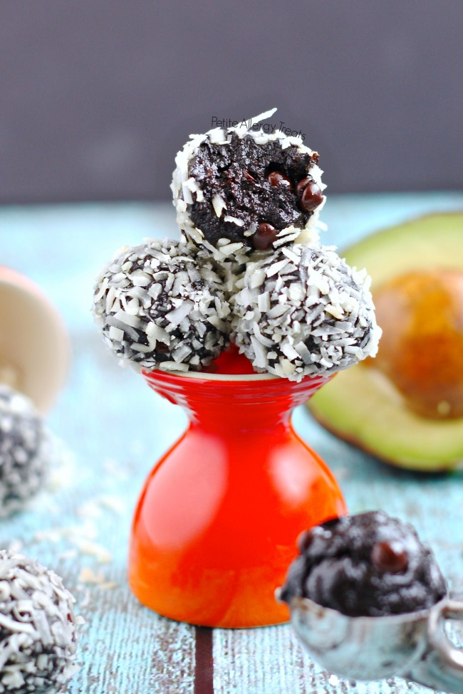 Chocolate Truffle Bliss Balls recipe (vegan) Healthy raw chocolate energy balls made avocado and seed butter.