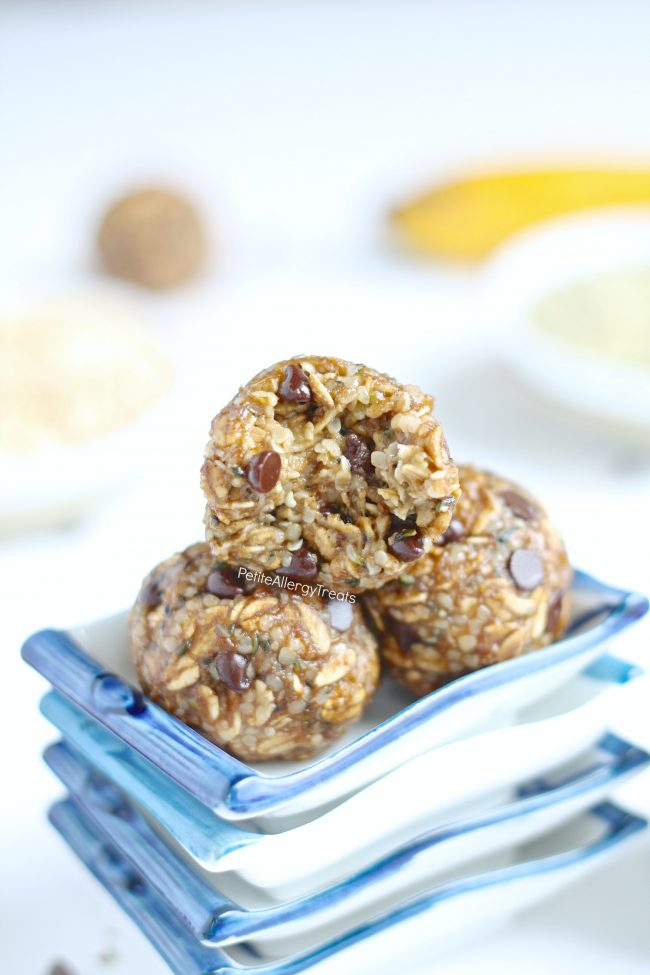 Gluten Free Banana Oat Protein Energy Balls (gluten free dairy free vegan) Recipe- No bake healthy snack banana oat balls packed with protein, fiber and sweetened with banana.