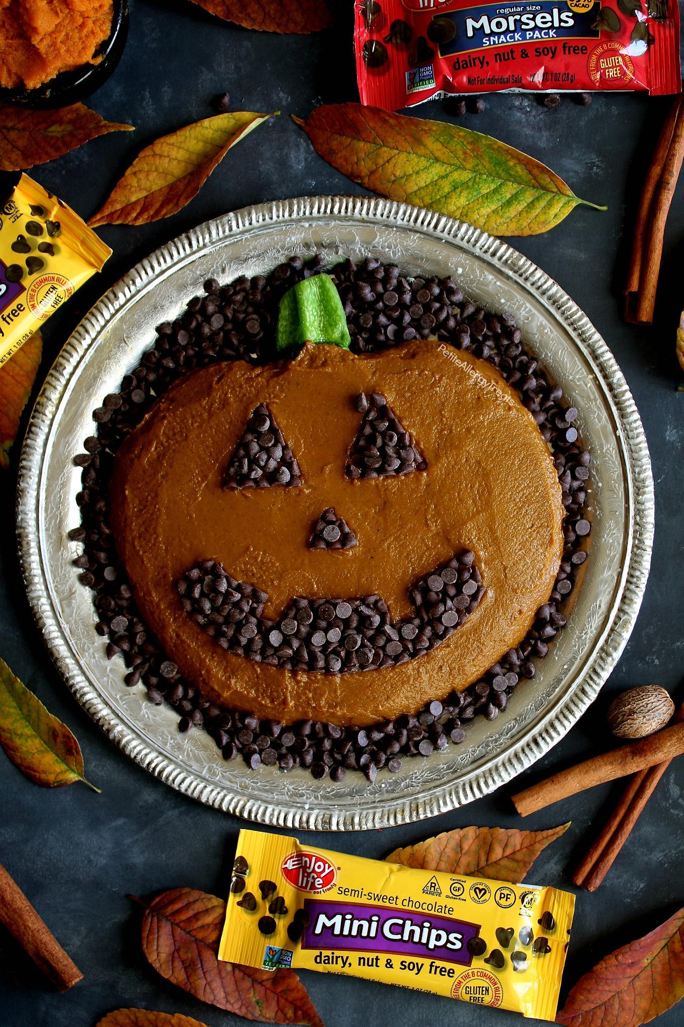 Skinny Dairy Free Pumpkin Platter Dip Recipe (vegan)- Adorable pumpkin pie dip for Fall, Halloween or Autumn parties! Food Allergy friendly!
