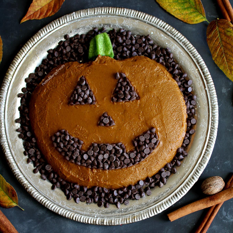 Dairy Free Skinny Pumpkin Dip Recipe (vegan)- Adorable pumpkin pie dip for Fall, Halloween or Autumn parties! Food Allergy friendly!