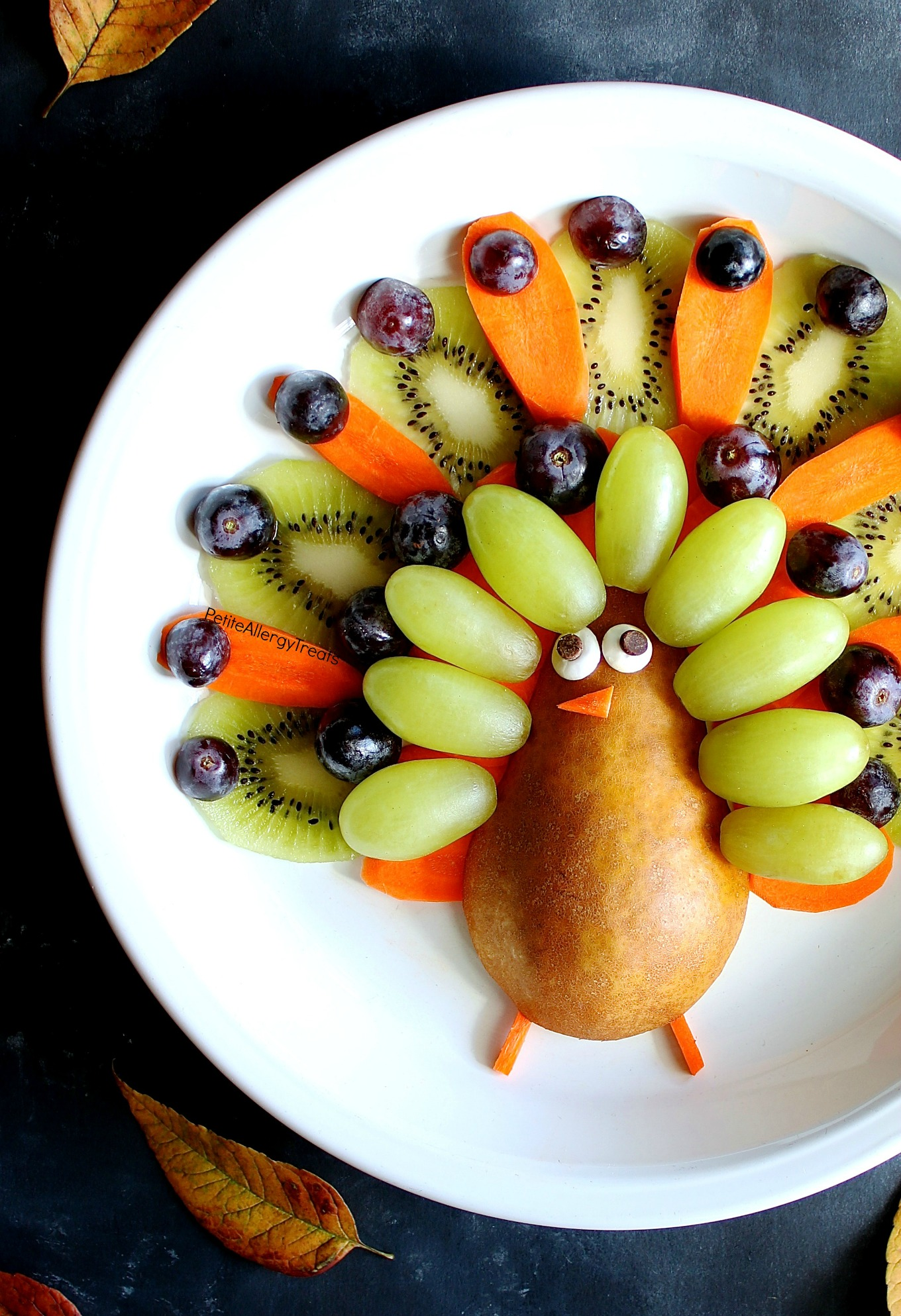Healthy Turkey Fruit Platter (gluten free ) Recipe- Adorable easy party turkey fruit platter! Simple center piece for Thanksgiving!